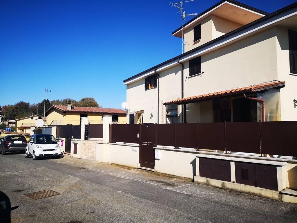 Appartamento in vendita a Labico, 4 locali, prezzo € 129.000   CambioCasa.it