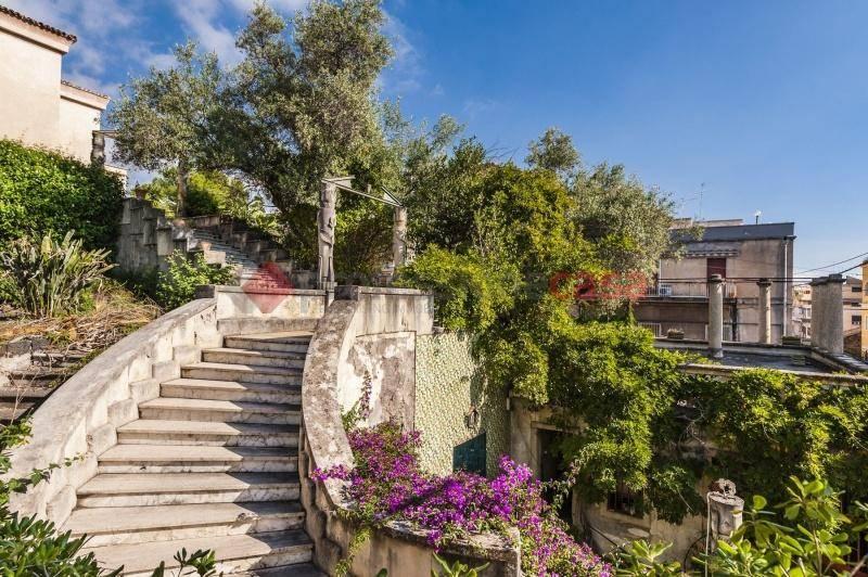 Villa in Vendita a Catania Centro: 5 locali, 360 mq