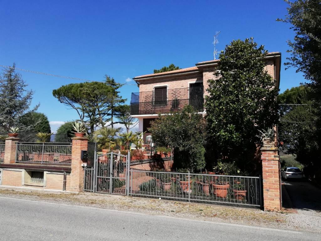 Rustico in Vendita a Castiglione Del Lago Periferia: 5 locali, 400 mq