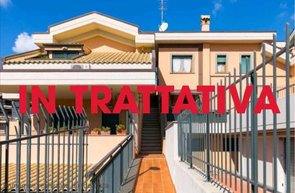 Appartamento in buone condizioni arredato in affitto Rif. 9254360