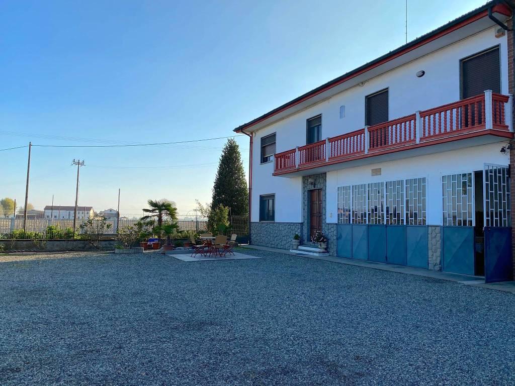 Rustico / Casale in vendita a Caramagna Piemonte, 7 locali, prezzo € 300.000 | CambioCasa.it