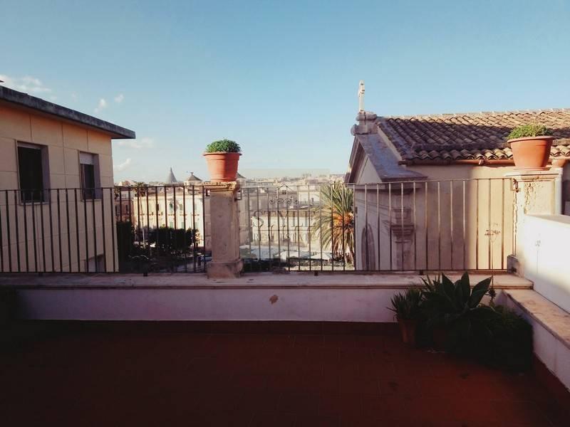 Appartamento in affitto a Siracusa, 4 locali, prezzo € 1.300 | CambioCasa.it