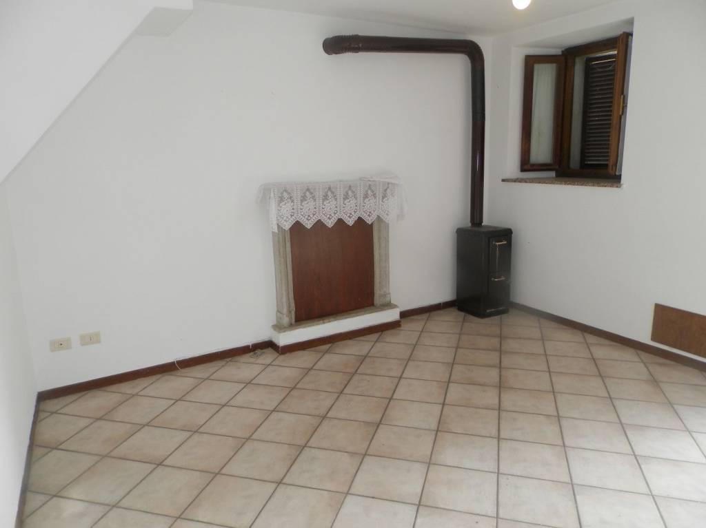 Villa a Schiera in vendita a Montescano, 4 locali, prezzo € 43.000 | PortaleAgenzieImmobiliari.it