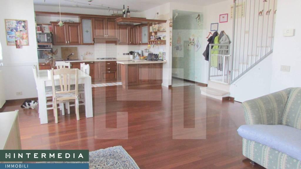 Appartamento in vendita a Selvazzano Dentro, 4 locali, prezzo € 135.000 | CambioCasa.it