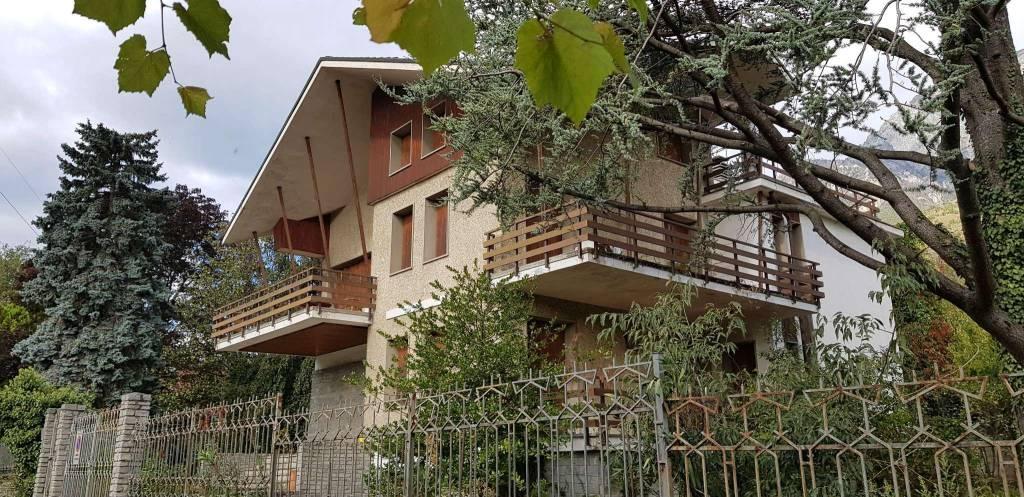 BUSSOLENO - VILLA TRIFAMILIARE CON GIARDINO MQ.1.300