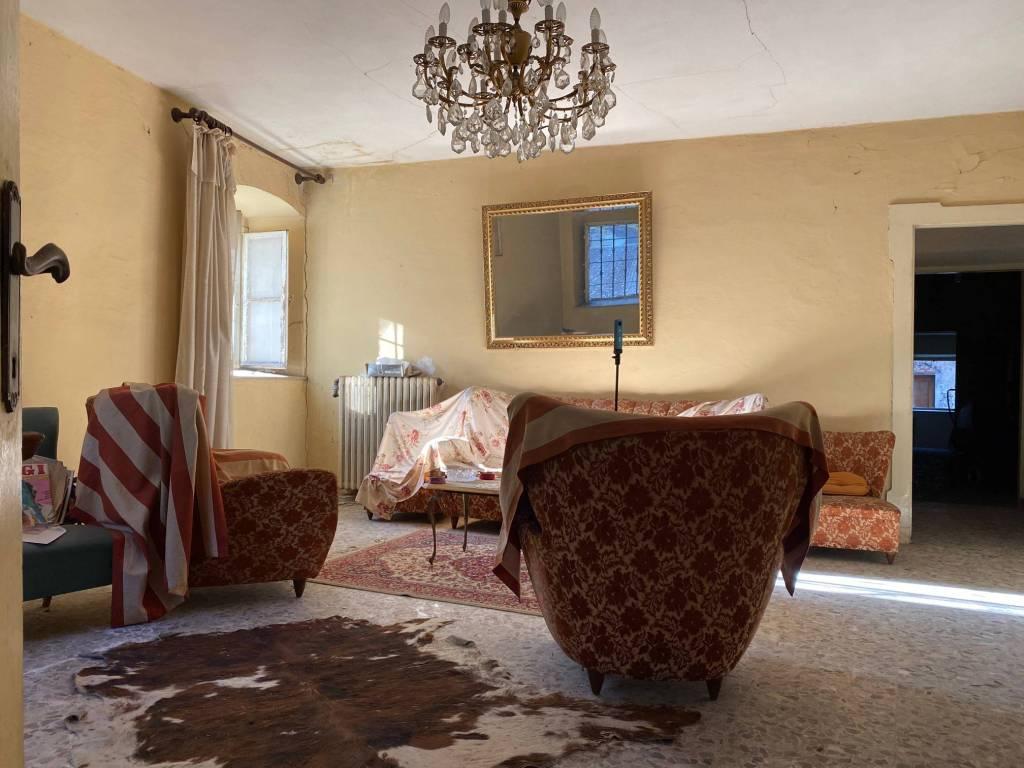 Appartamento in vendita a Dolcè, 9 locali, prezzo € 85.000 | PortaleAgenzieImmobiliari.it