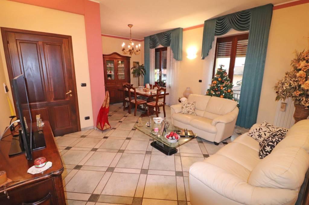 Appartamento in vendita a Centallo, 4 locali, prezzo € 140.000   CambioCasa.it