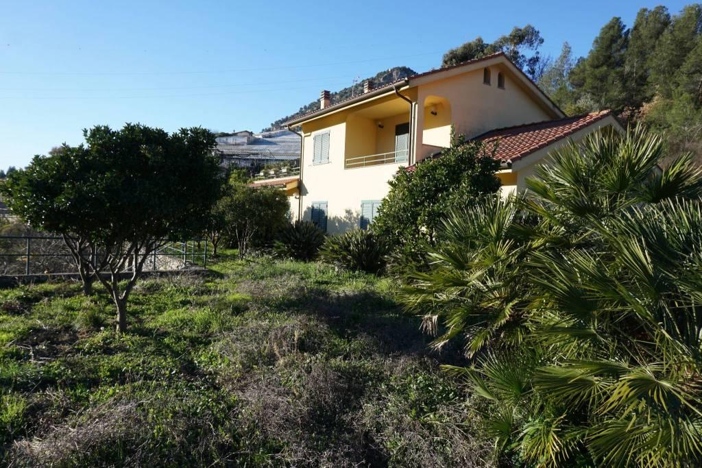 Appartamento in vendita a Vallecrosia, 6 locali, prezzo € 335.000 | CambioCasa.it