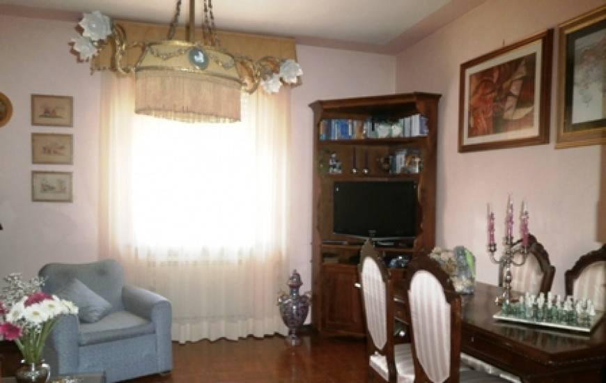 Appartamento in vendita a Spoleto, 9 locali, prezzo € 100.000   PortaleAgenzieImmobiliari.it