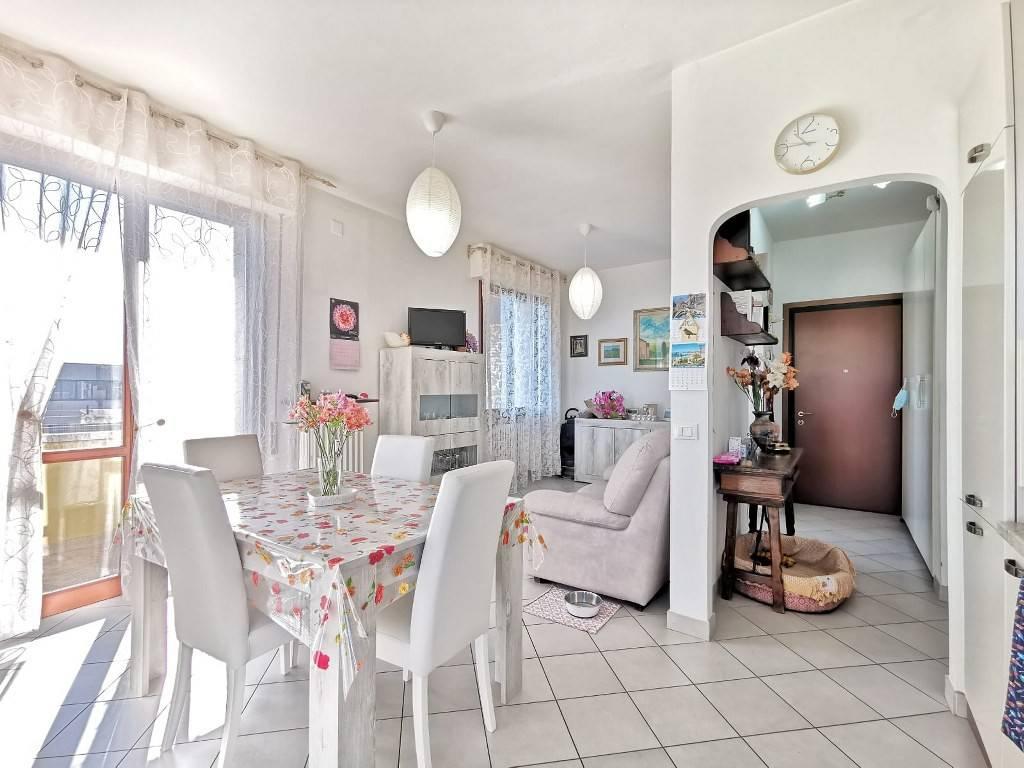 Appartamento in buone condizioni in vendita Rif. 9152816