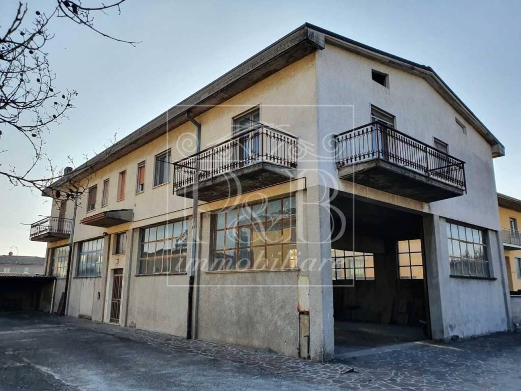 Soluzione Indipendente in vendita a Travagliato, 8 locali, prezzo € 240.000 | PortaleAgenzieImmobiliari.it