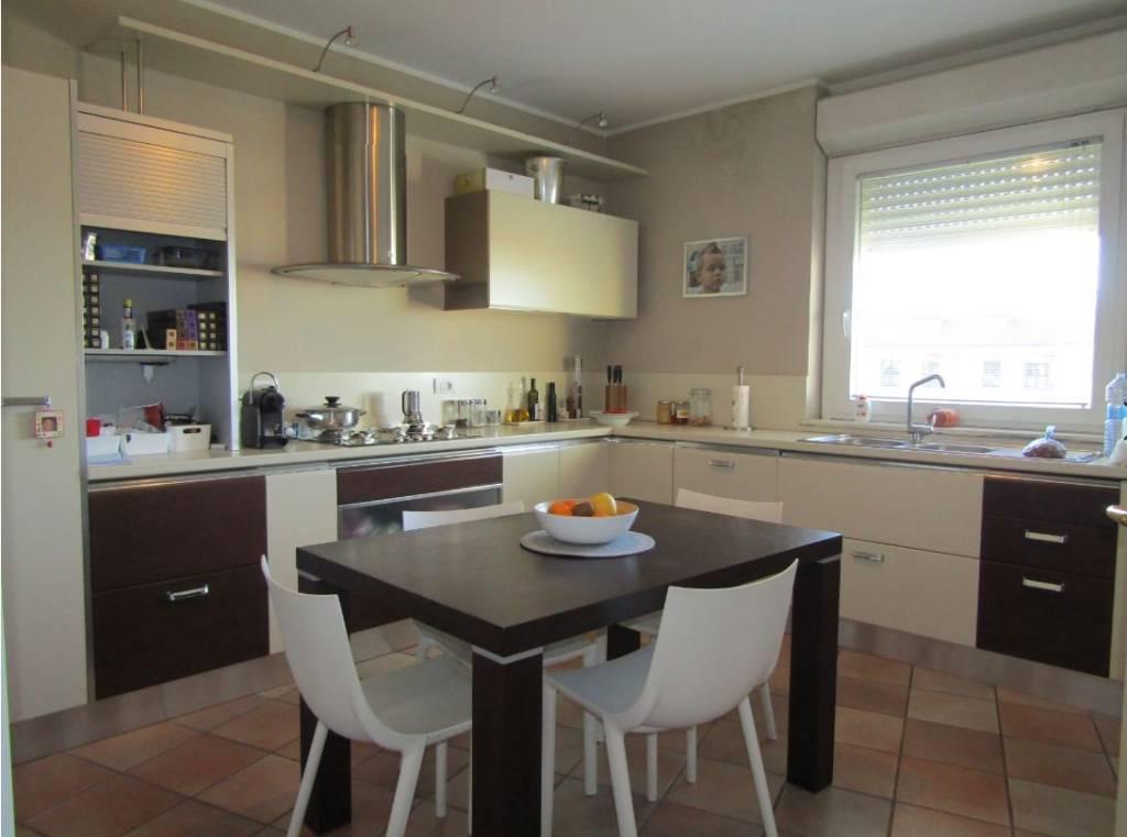 Appartamento in vendita a Fossano, 5 locali, prezzo € 330.000 | CambioCasa.it