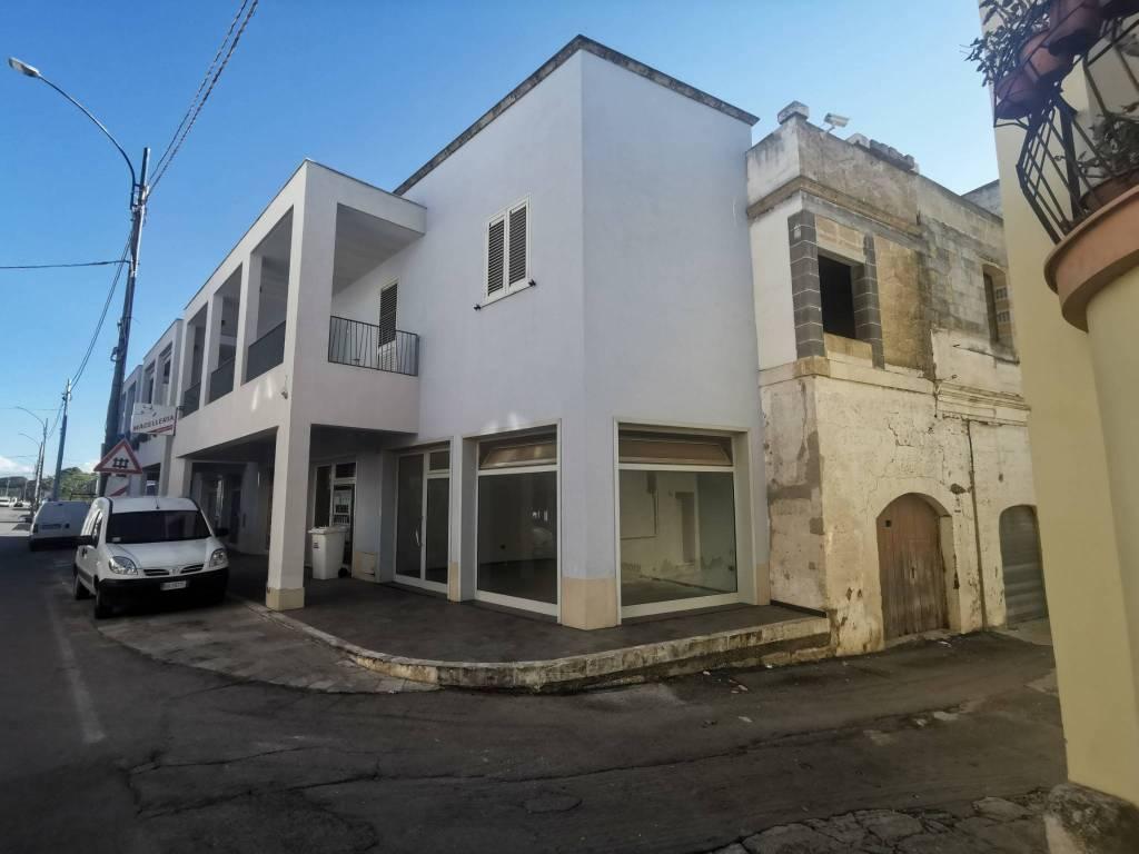 Palazzo / Stabile in vendita a Sannicola, 6 locali, prezzo € 170.000 | CambioCasa.it
