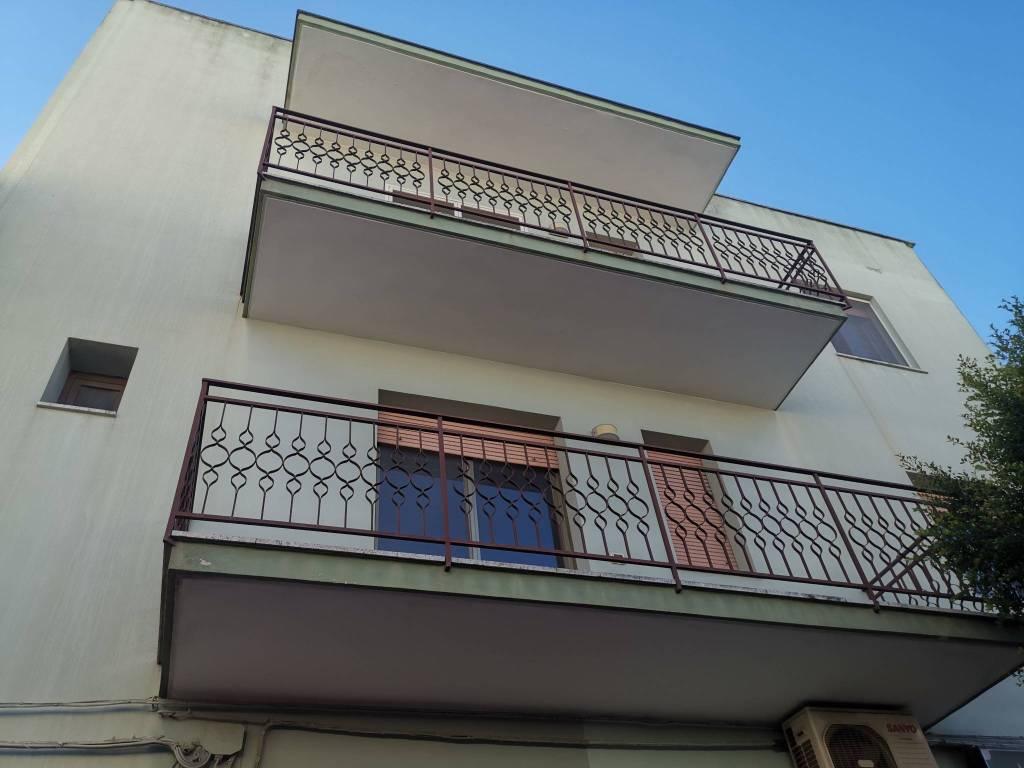 Palazzo / Stabile in vendita a Sannicola, 6 locali, prezzo € 299.000 | CambioCasa.it