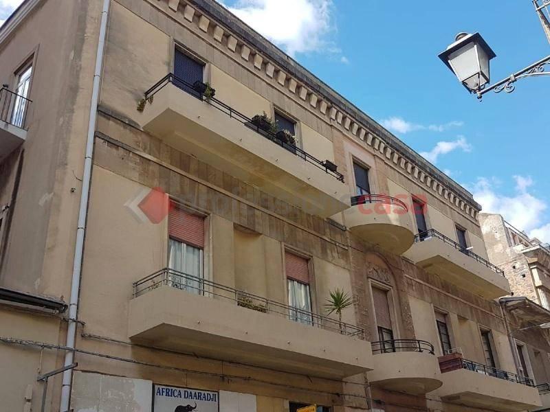 Appartamento in Vendita a Catania Centro: 4 locali, 140 mq