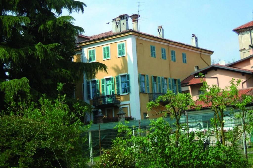 Villa in Vendita a Salussola: 5 locali, 528 mq