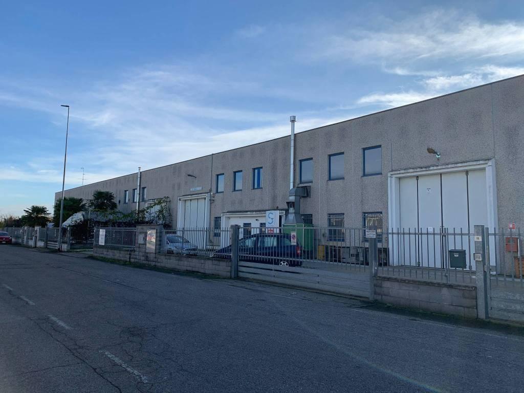 Capannone in affitto a Rosate, 9999 locali, prezzo € 3.750 | PortaleAgenzieImmobiliari.it