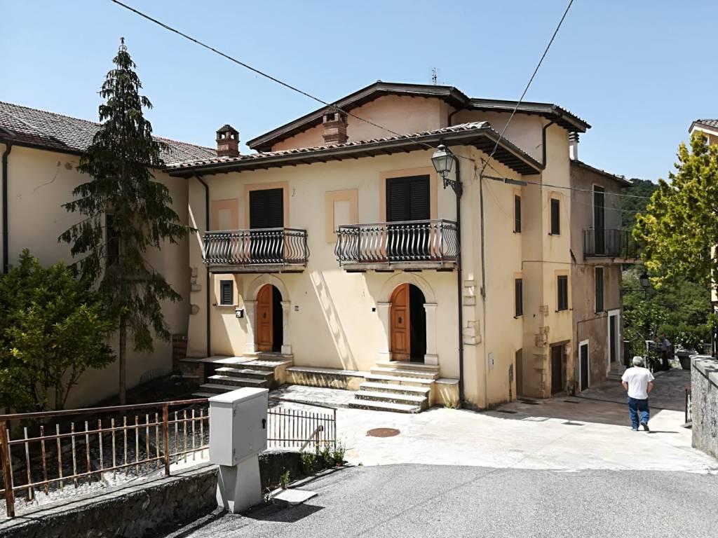 Soluzione Indipendente in vendita a Rivodutri, 6 locali, prezzo € 68.000 | CambioCasa.it