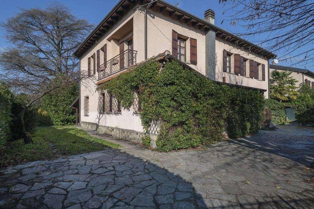 Villa in vendita a Buguggiate, 7 locali, prezzo € 690.000 | PortaleAgenzieImmobiliari.it