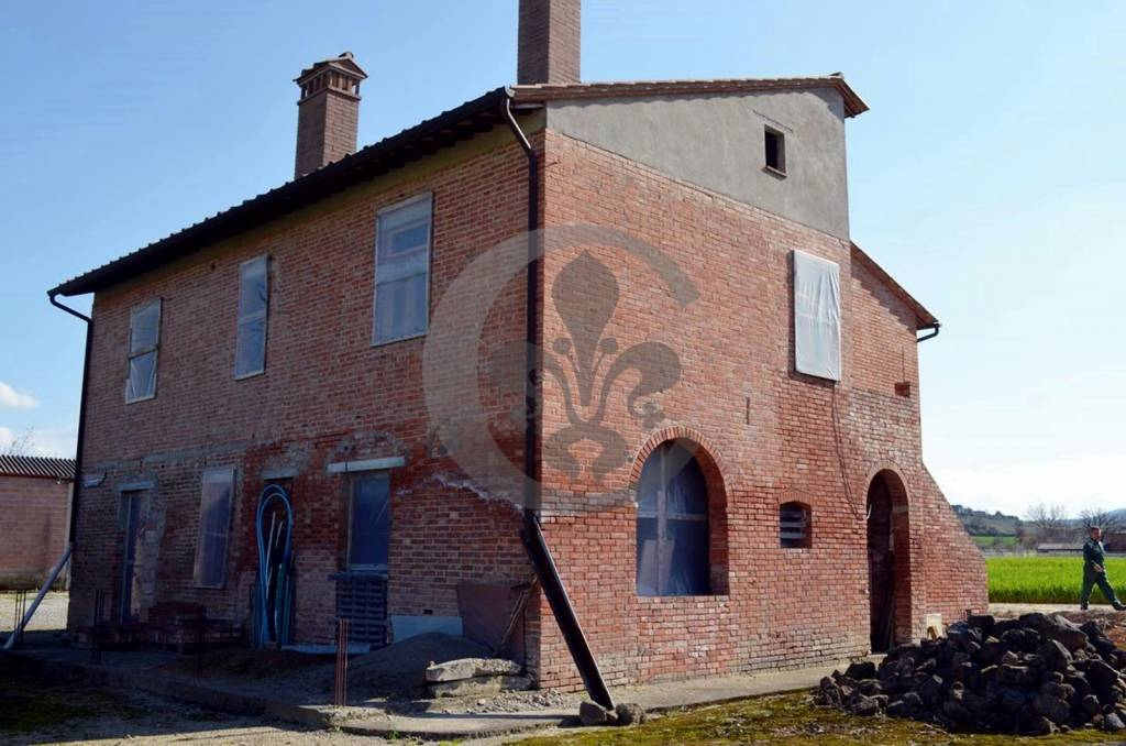 Rustico in Vendita a Montepulciano: 5 locali, 240 mq