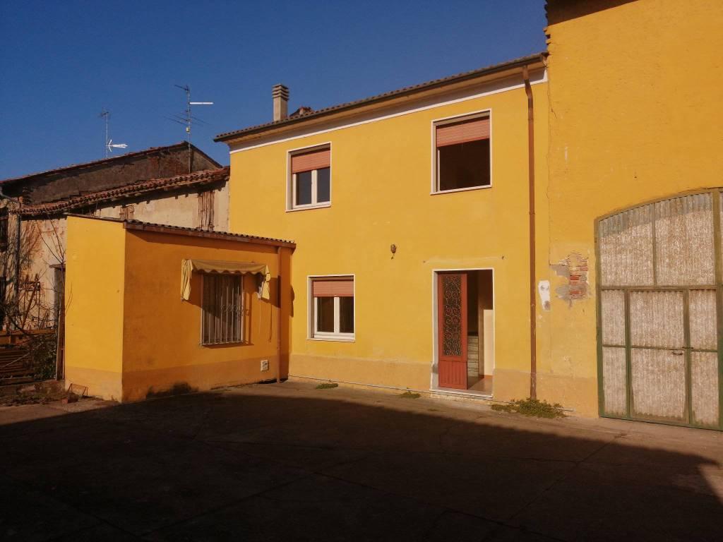 Villa in vendita a Sabbioneta, 4 locali, prezzo € 69.000 | CambioCasa.it