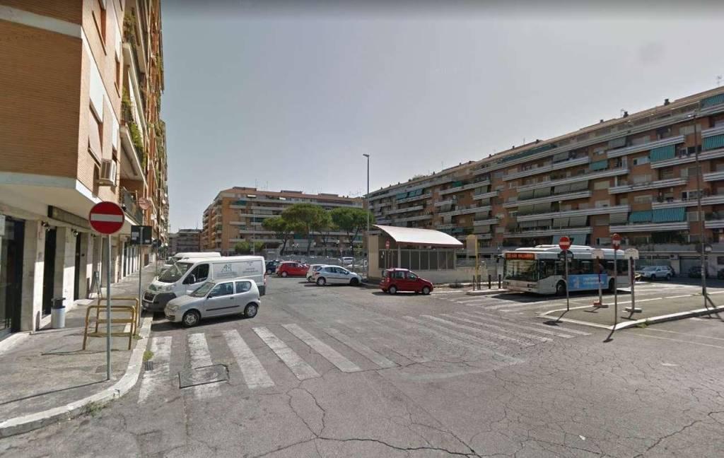 Negozio in vendita a Roma in Largo Valsabbia