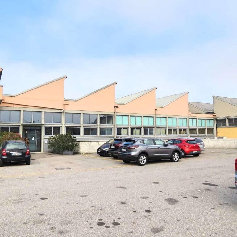 Capannone in affitto a Pero, 6 locali, prezzo € 18.333 | CambioCasa.it
