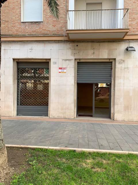 Negozio-locale in Affitto a Foggia Centro: 2 locali, 50 mq