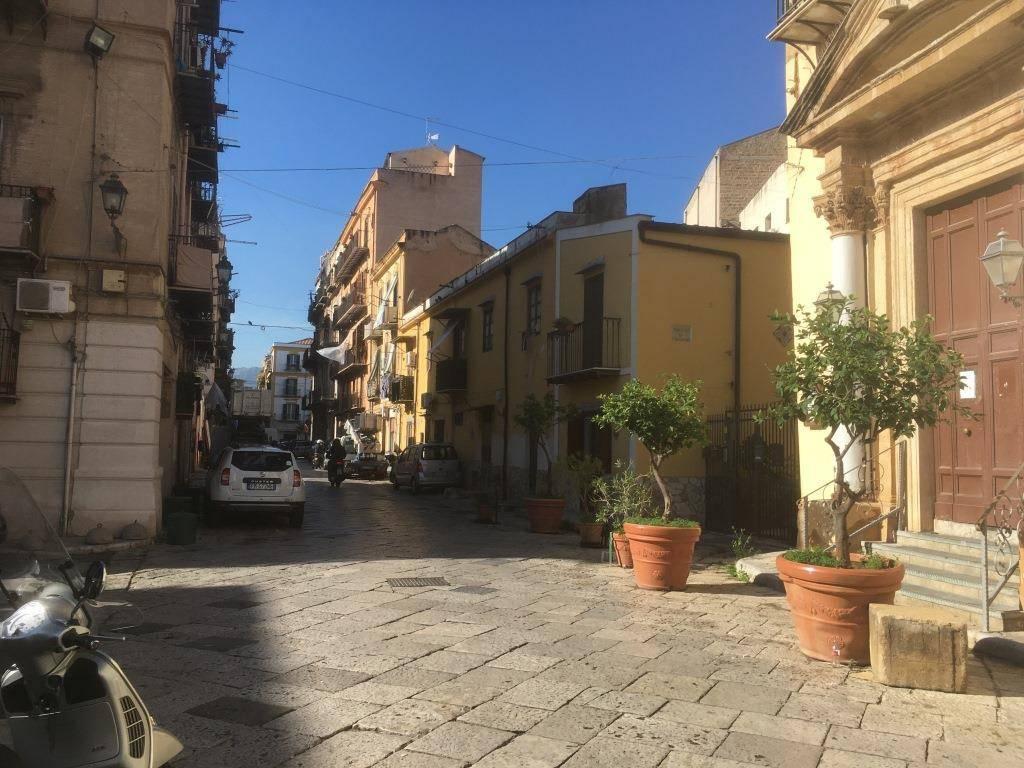 Negozio-locale in Affitto a Palermo Centro: 1 locali, 115 mq