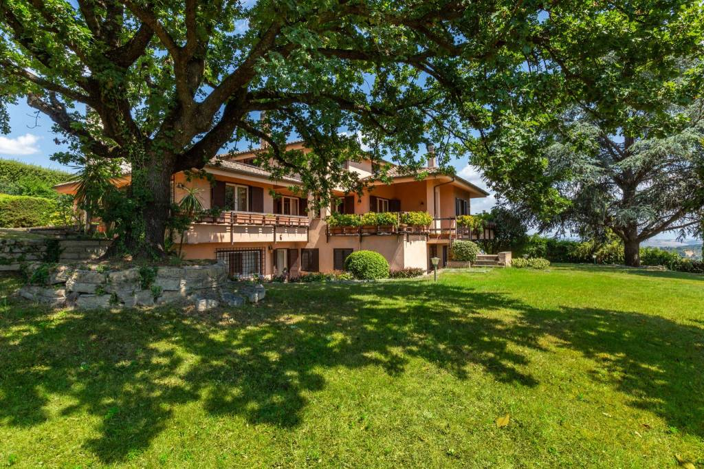 Villa in vendita a Castelnuovo di Porto, 14 locali, prezzo € 790.000 | CambioCasa.it