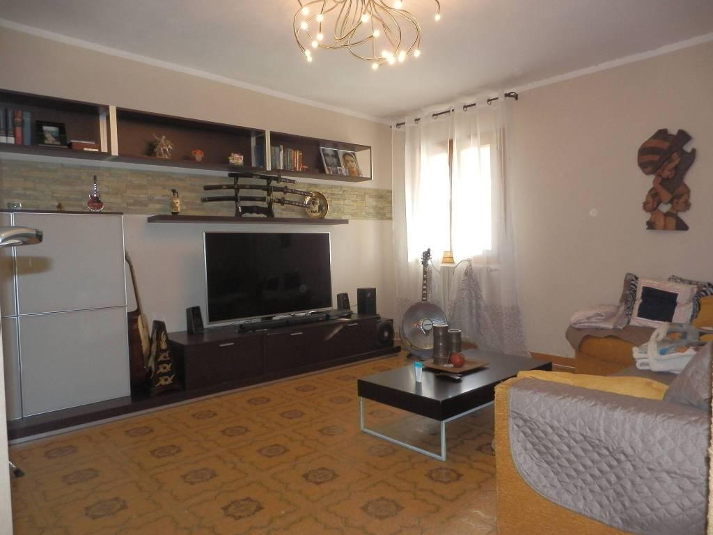 Appartamento in Vendita a Santa Maria A Monte Periferia: 4 locali, 88 mq