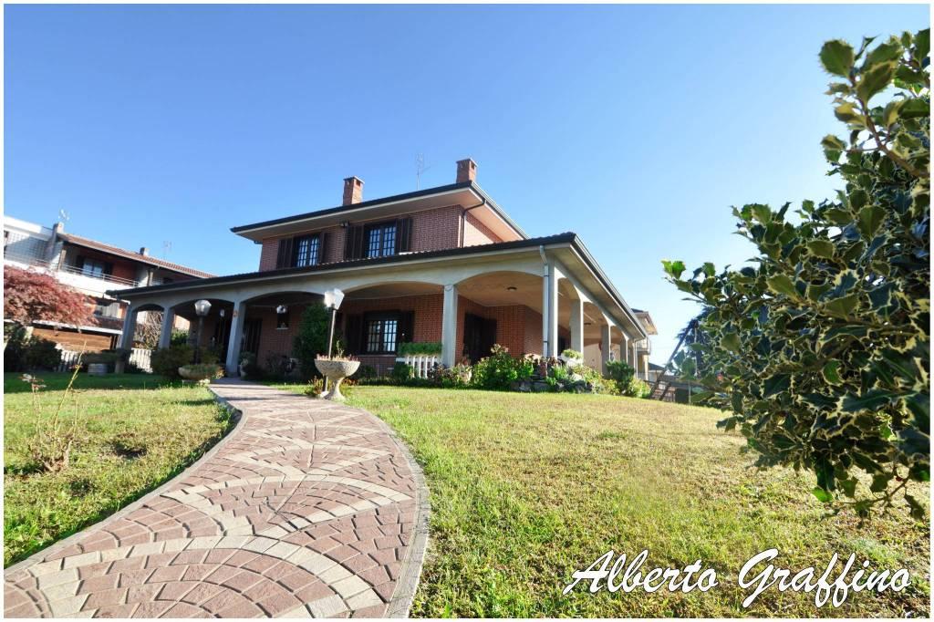 Villa in vendita a Montanaro, 11 locali, prezzo € 349.900 | CambioCasa.it