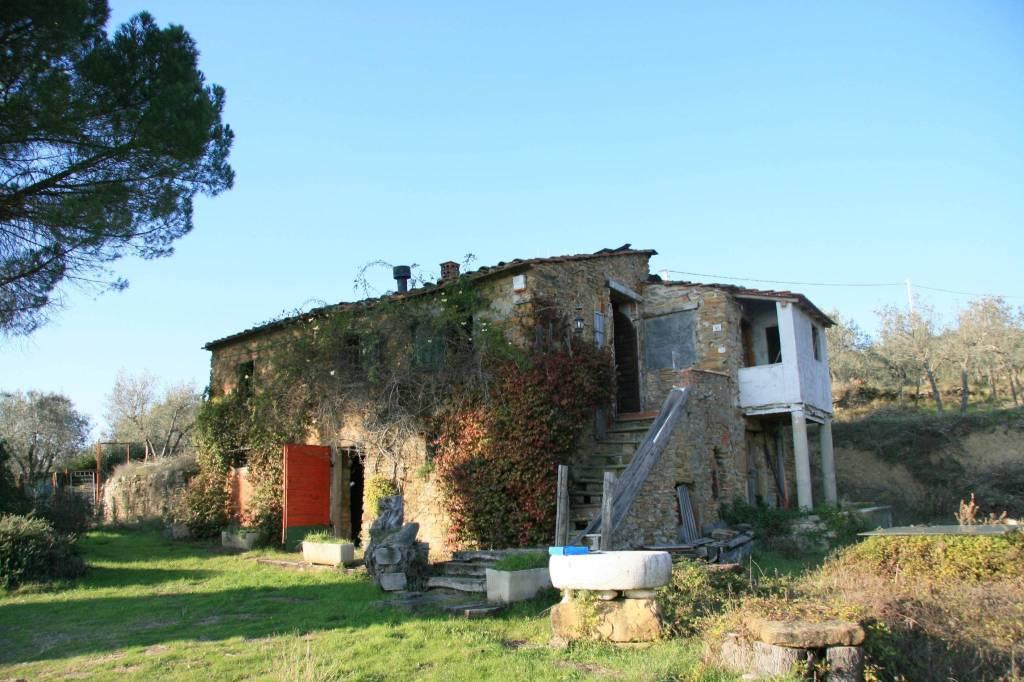 Rustico in Vendita a Arezzo: 5 locali, 214 mq