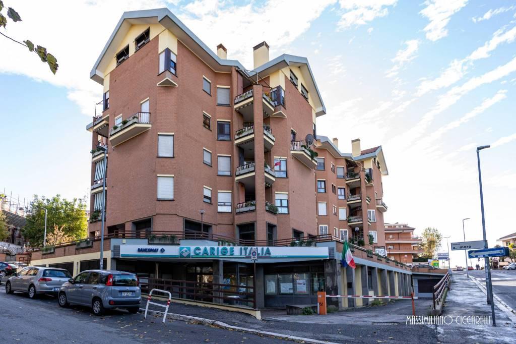 Negozio / Locale in affitto a Albano Laziale, 6 locali, prezzo € 2.900 | CambioCasa.it