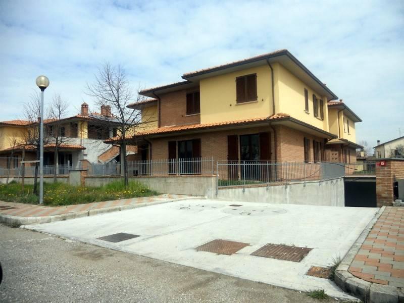 Appartamento in Vendita a Castiglione Del Lago Centro: 3 locali, 100 mq