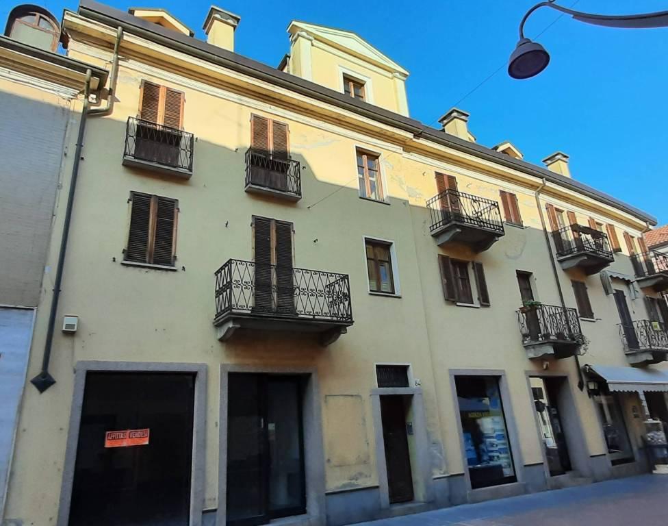 Appartamento in vendita a Santhià, 7 locali, prezzo € 112.000 | CambioCasa.it