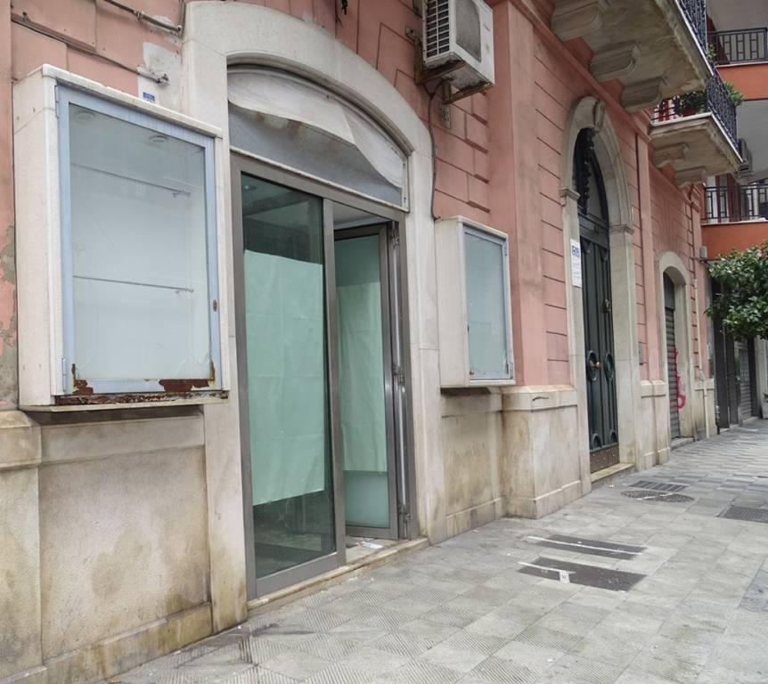 Negozio-locale in Affitto a Bari Semicentro Nord: 1 locali, 50 mq