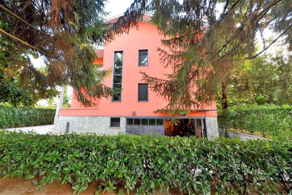 Villa in vendita a Rovellasca, 7 locali, prezzo € 990.000 | PortaleAgenzieImmobiliari.it