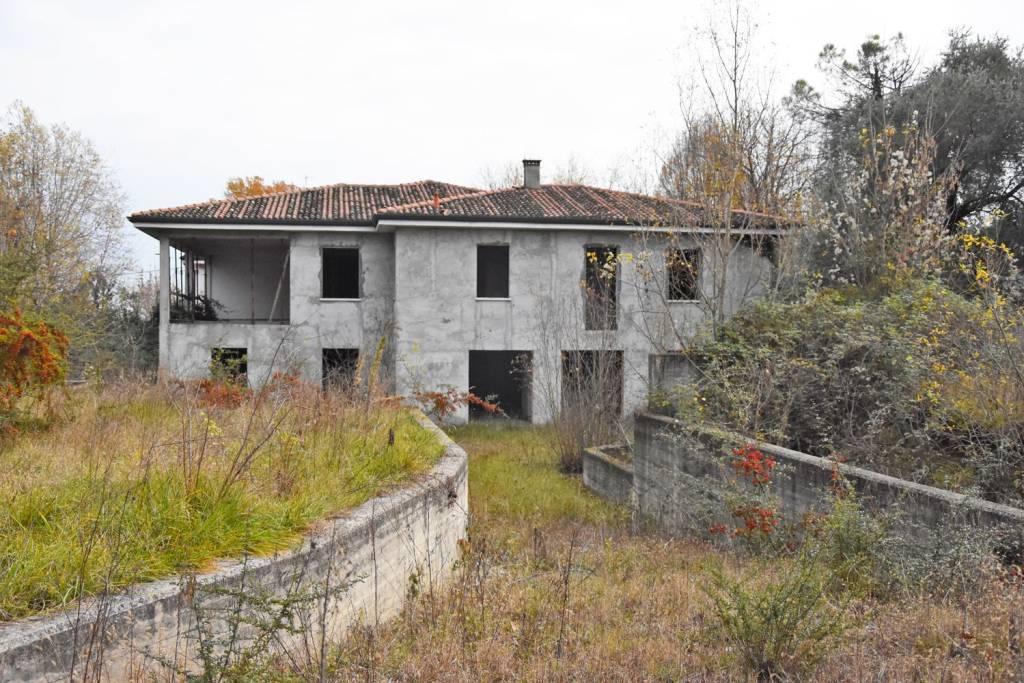 Villa in vendita a Cavriana, 6 locali, prezzo € 136.266 | CambioCasa.it