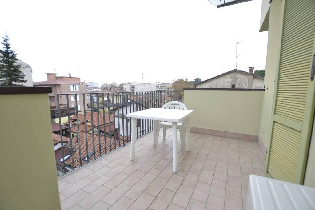 Appartamento in Affitto a Riccione Centro: 4 locali, 90 mq
