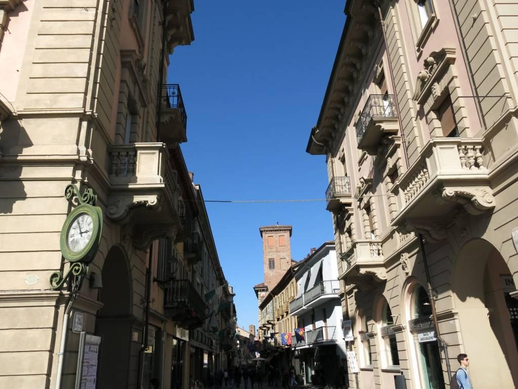 Negozio / Locale in affitto a Alba, 2 locali, prezzo € 1.500 | PortaleAgenzieImmobiliari.it