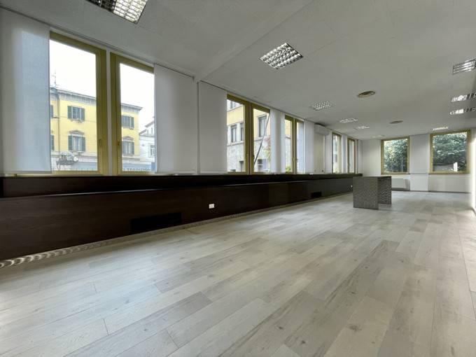 Ufficio-studio in Affitto a Milano 04 Monforte / Tricolore / Vittoria: 5 locali, 210 mq