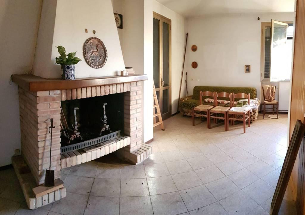 Appartamento in vendita a Castelvetro di Modena, 5 locali, prezzo € 139.000   CambioCasa.it