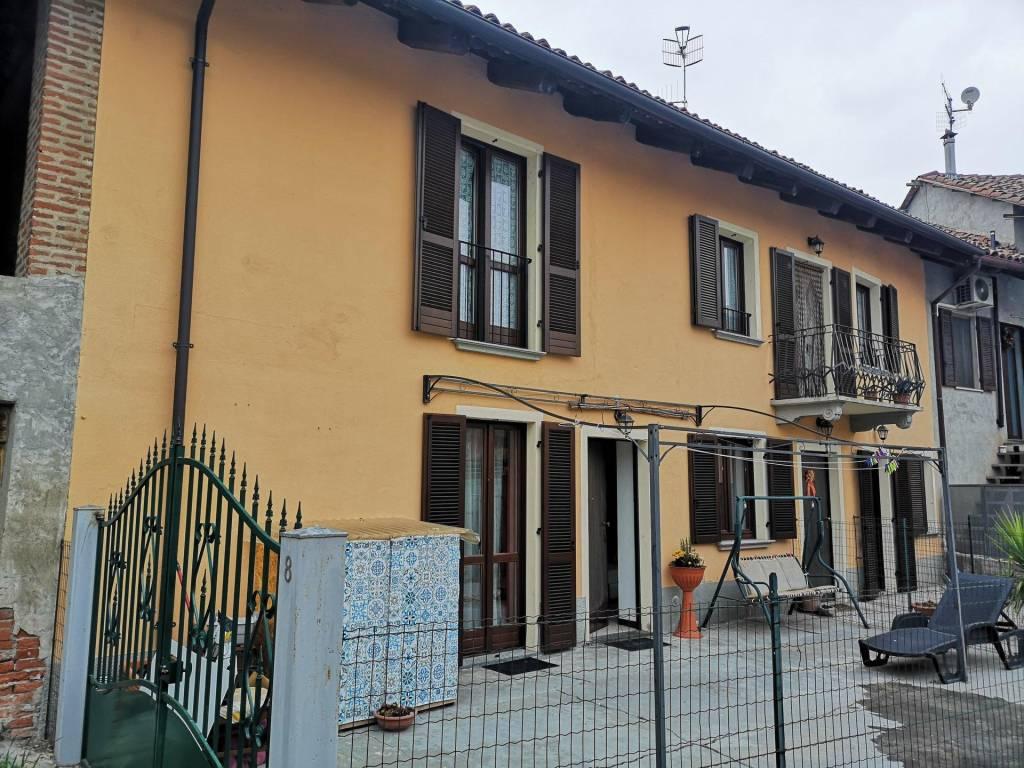 Appartamento in vendita a Govone, 4 locali, prezzo € 119.000 | CambioCasa.it