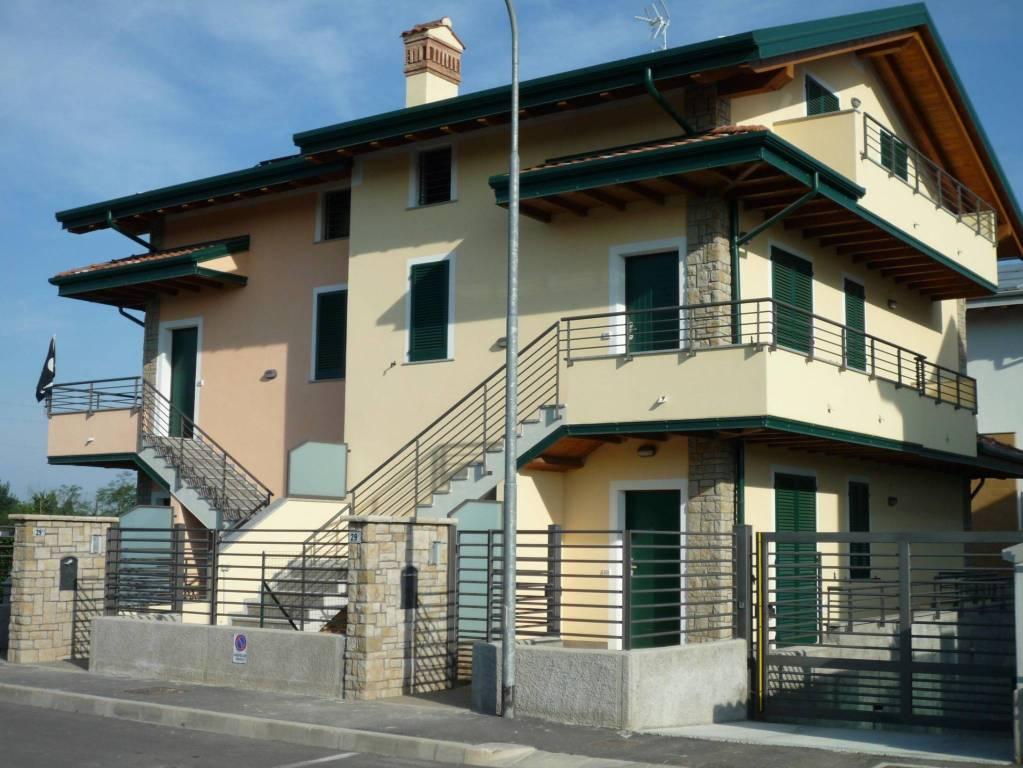 Appartamento in vendita a Ciserano, 4 locali, prezzo € 155.000 | PortaleAgenzieImmobiliari.it