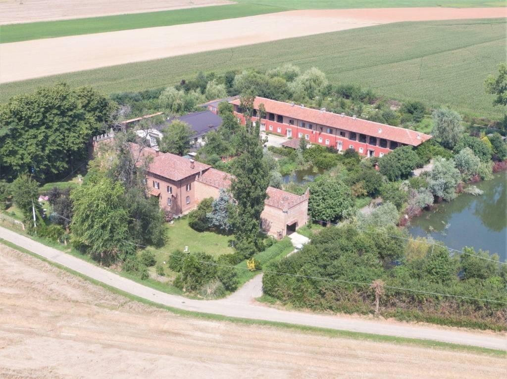Rustico / Casale in vendita a Pralormo, 23 locali, prezzo € 960.000 | PortaleAgenzieImmobiliari.it