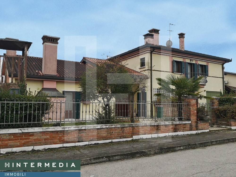Villa in vendita a Stra, 10 locali, prezzo € 345.000 | CambioCasa.it