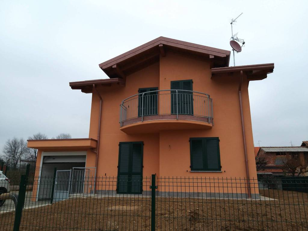 Villa in vendita a Appiano Gentile, 5 locali, prezzo € 365.000 | PortaleAgenzieImmobiliari.it