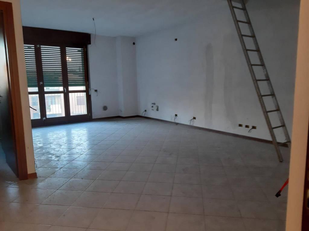 Appartamento in vendita a Solbiate Olona, 7 locali, prezzo € 147.600 | CambioCasa.it