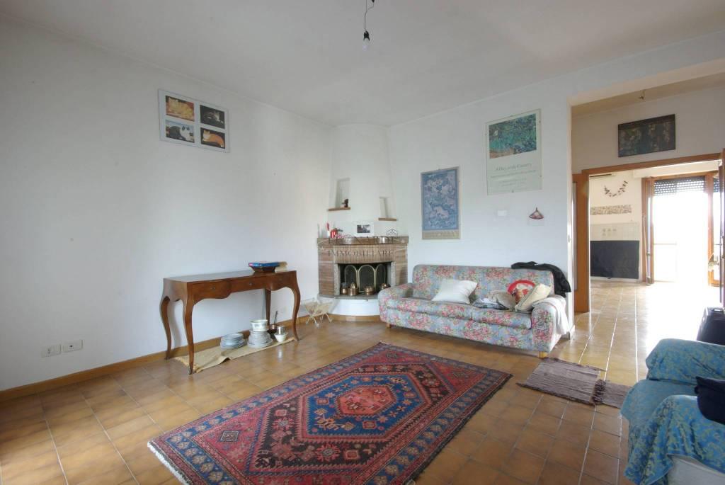 Appartamento in ottime condizioni parzialmente arredato in vendita Rif. 7345304